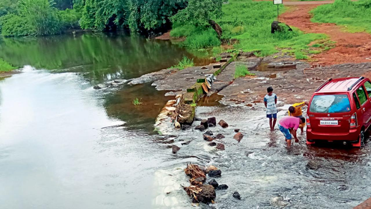 Despite the ban, washing of clothes and vehicles is rampant in the Chamarkond river