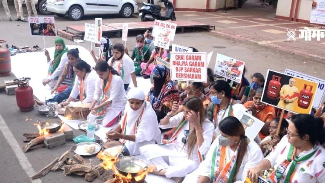 The women wing of the Goa Congress protested in Panaji against the hike in gas prices