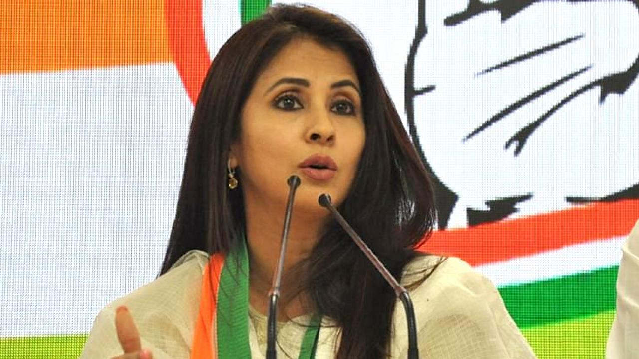 Famous Bollywood actress Urmila Matondkar to enter political party in Maharashtra Shiv Sena tomorrow
