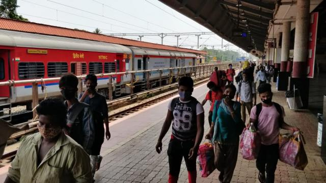 daily wages workers Returning to there home town amid Goa Lockdown