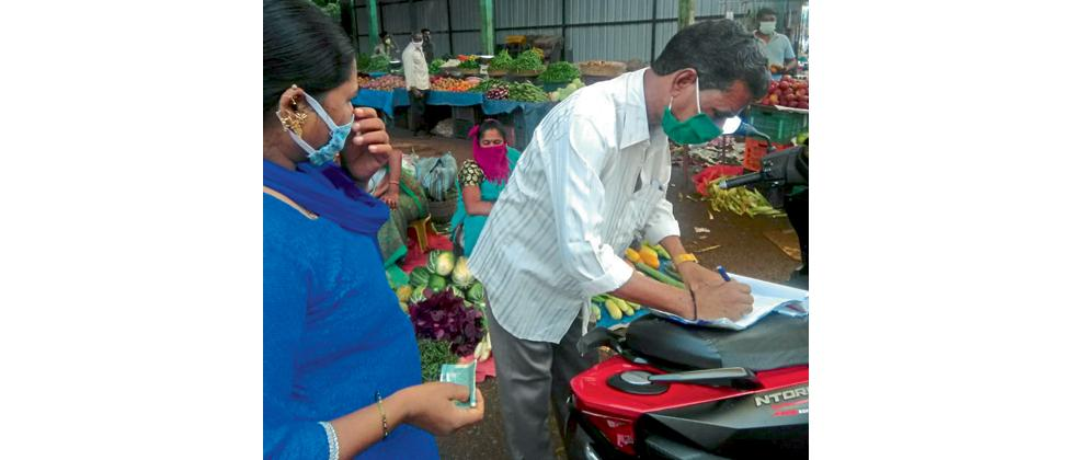 Goa: venders fined for using plastic carry bags in Sakhali