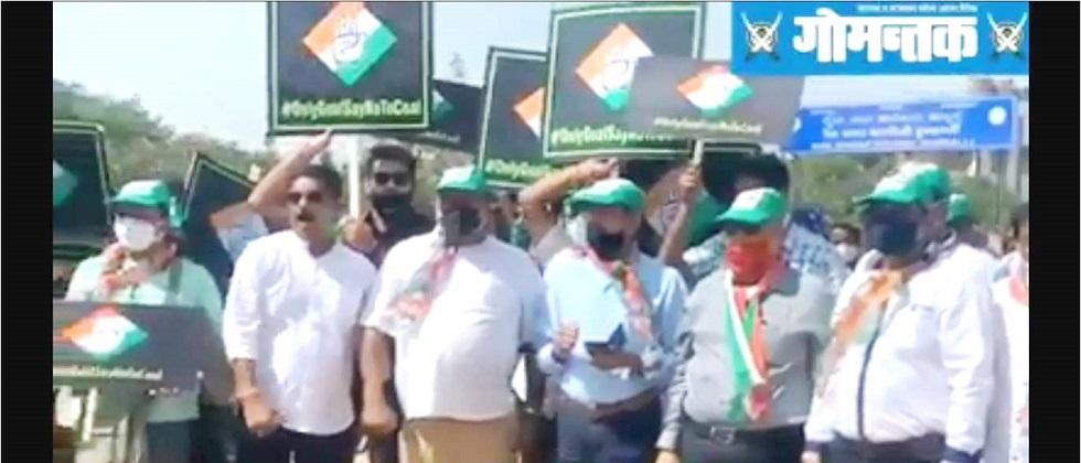 Congress Protested in Hubli against Castle rock to Vasco railway doubling