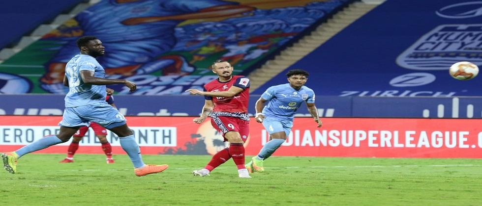 Mumbai Citys Rowlin Borges missed an easy chance to score