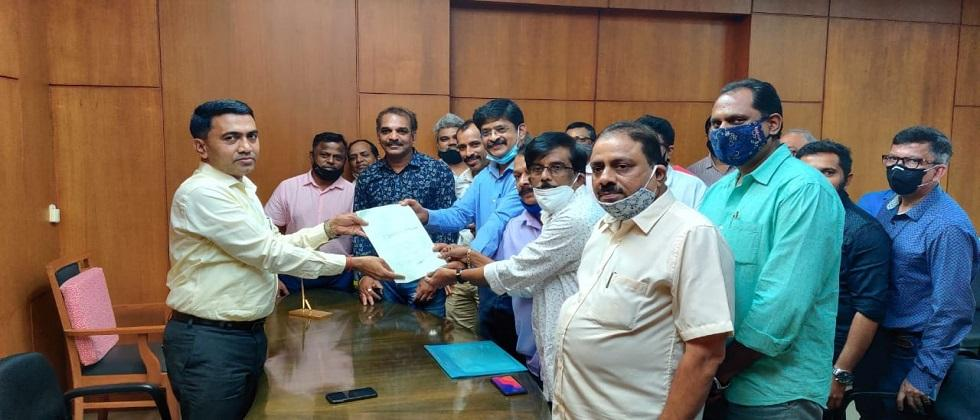 Chief Minister Dr Pramod Sawant accept a Statement of Goa Market Traders Association