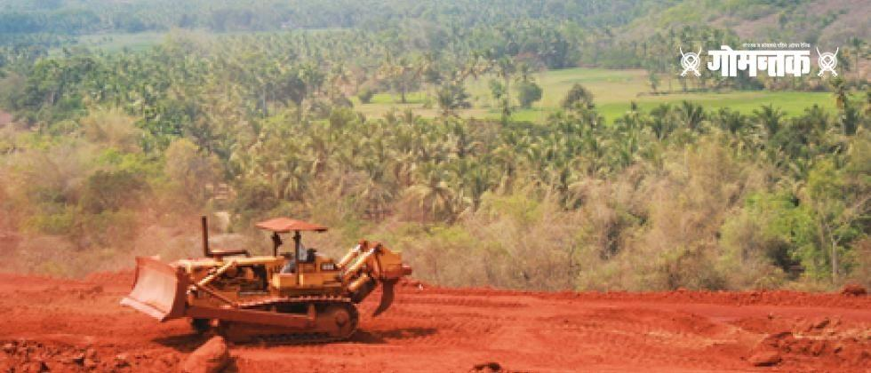 workers are aggressive as they have started transporting minerals without solving the problem of the miners in Goaworkers are aggressive as they have started transporting minerals without solving the problem of the miners in Goa