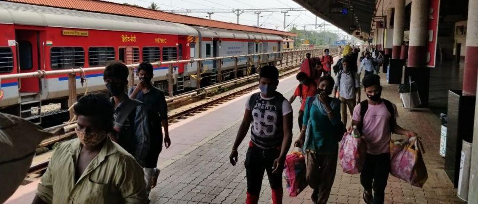 What about the daily life of day laborers in Goa