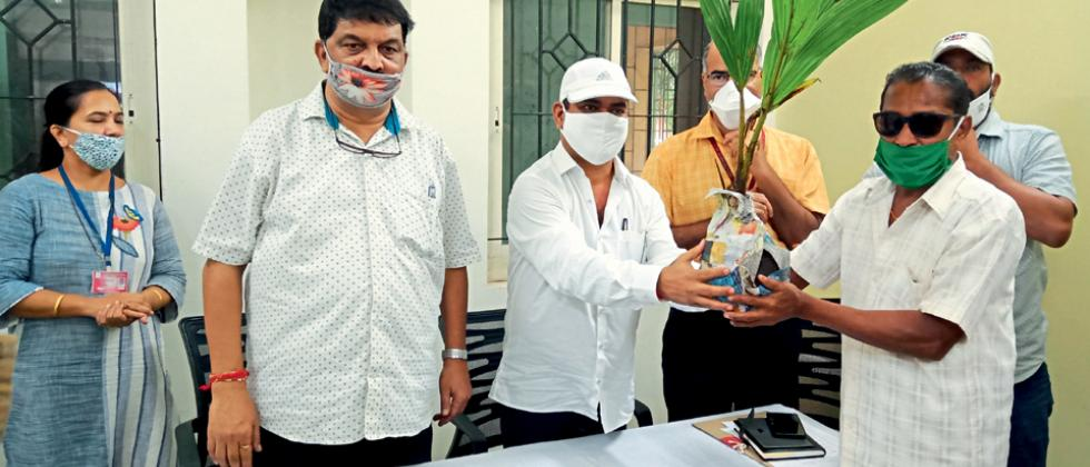 Agriculture Minister Babu Kavalekar listened to the grievances of farmers