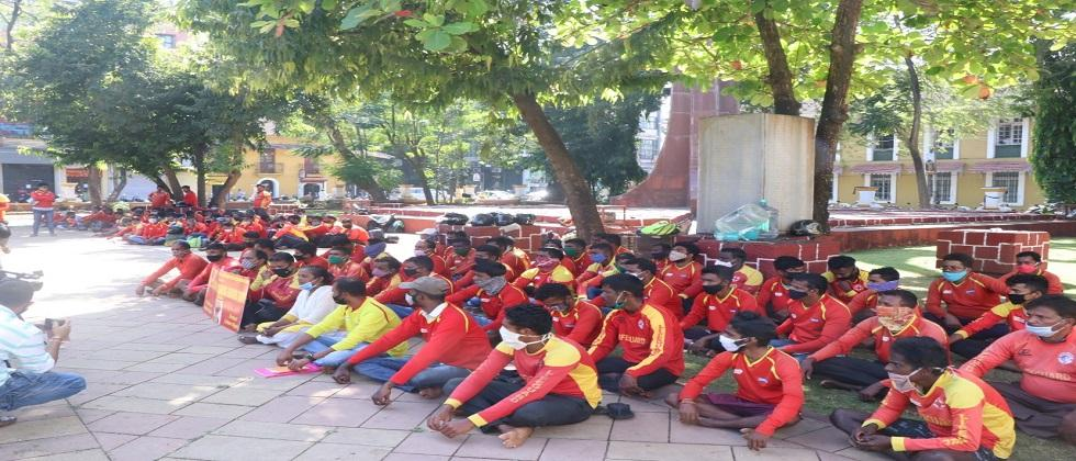 Wave of agitations in the capital Panaji Lifeguards march on forest Officer office