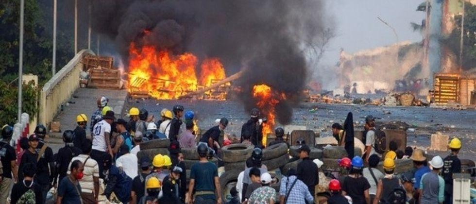 Myanmar military airstrikes Citizens rush to Thailand to save lives