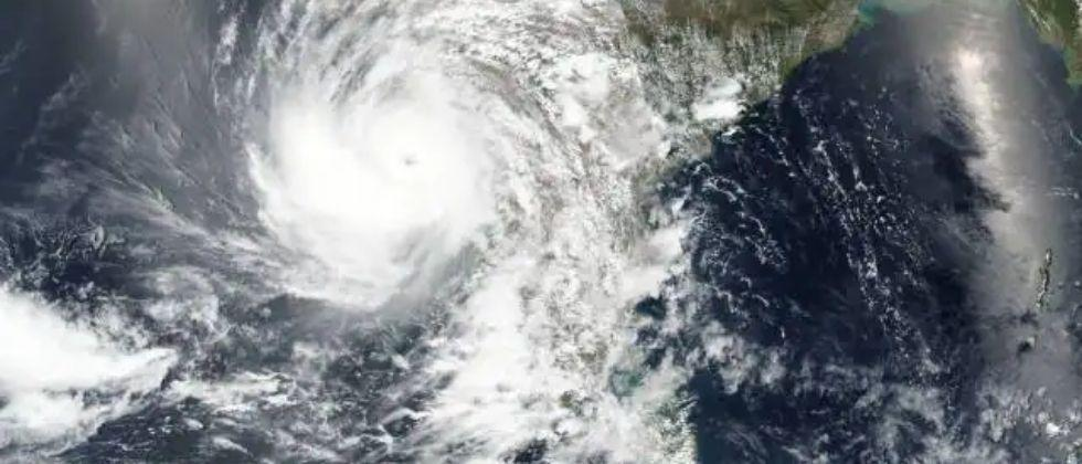 Yass Cyclone Storm to hit Bengal in next 24 hours