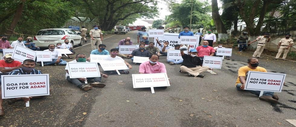 AAP strikes in front of the CM house in goa today