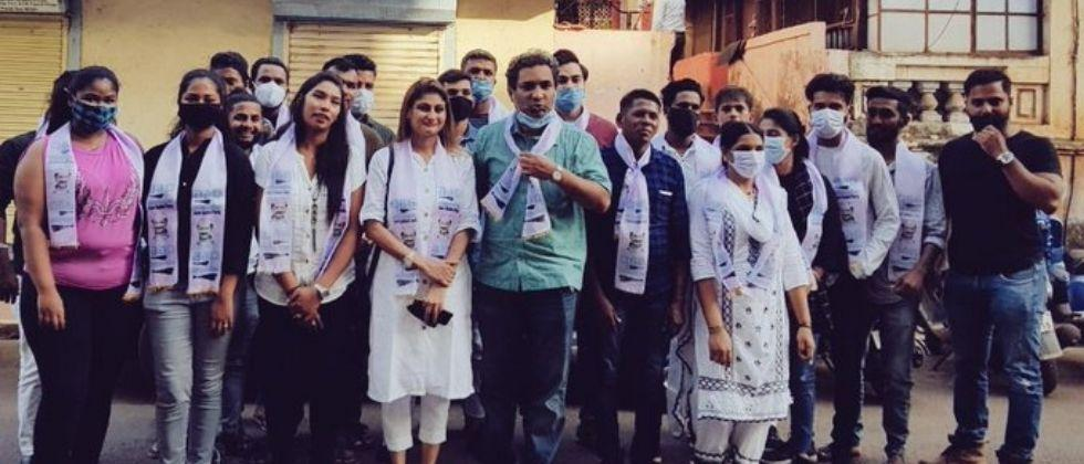 20 members of the Congress Party join AAP
