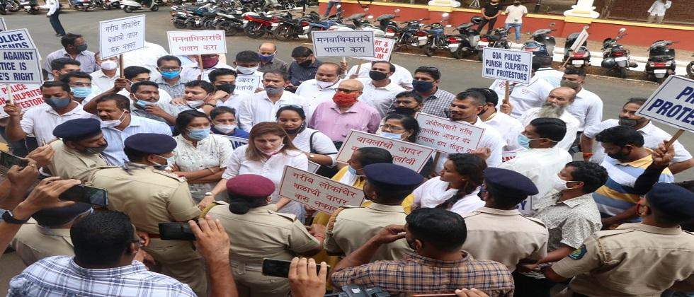 Activists Of Congress attack police headquarters to support Melawali protesters