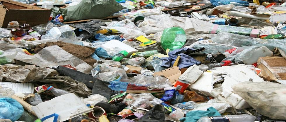 Garbage is being dumped illegally in the Kadamba area of Azoshi Comunidad