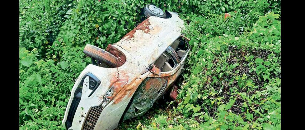 Two corporators and driver rescued after accident in Bicholim