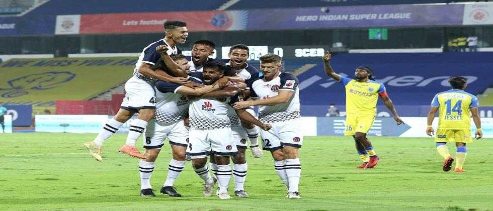 Kerala Blasters succeeds in tying Indian Super League match with East Bengal played in Bambolim yesterday