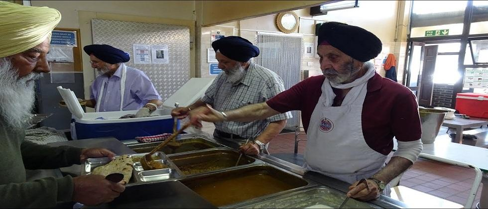 Sikh community provided by foods to motorists stranded in the UK