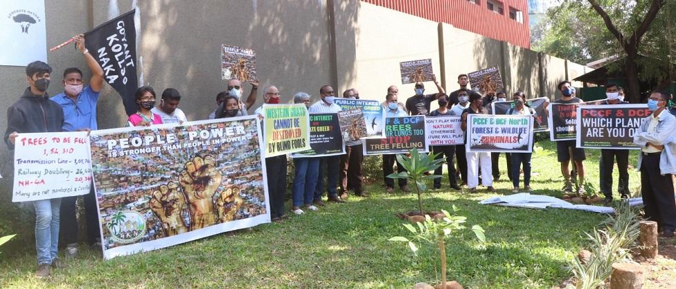 Goyat Kolso Naka protests for the demand to stop tree cutting for Tamnar Power Project in Goa