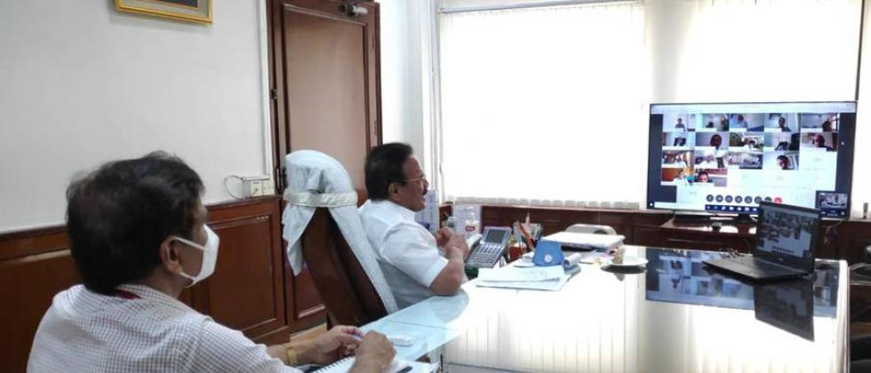 Sadanand Gowda held a meeting with the fertilizer companies through video conference