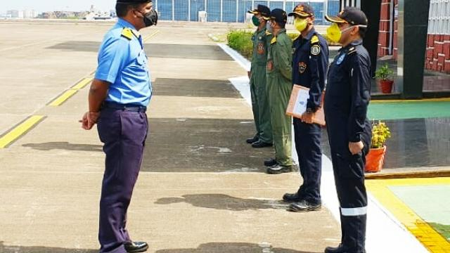 FOGA interacting with crew of INAS 310