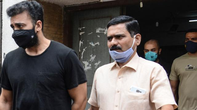 Mumbai Police's Crime Branch team escort Bollywood actress Shilpa Shetty's husband Raj Kundra (L) for allegedly producing and broadcasting pornographic films online, in Mumbai on July 27, 2021. (AFP)