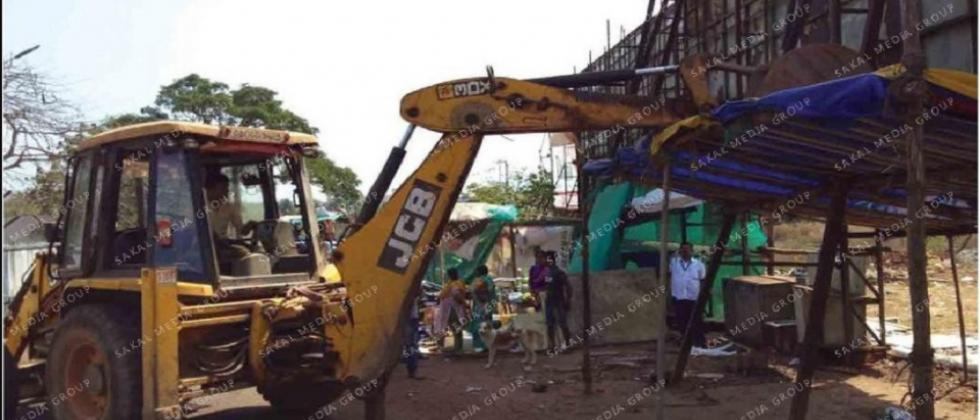 Chicalim panchayat demolish illegal kiosks and handcarts