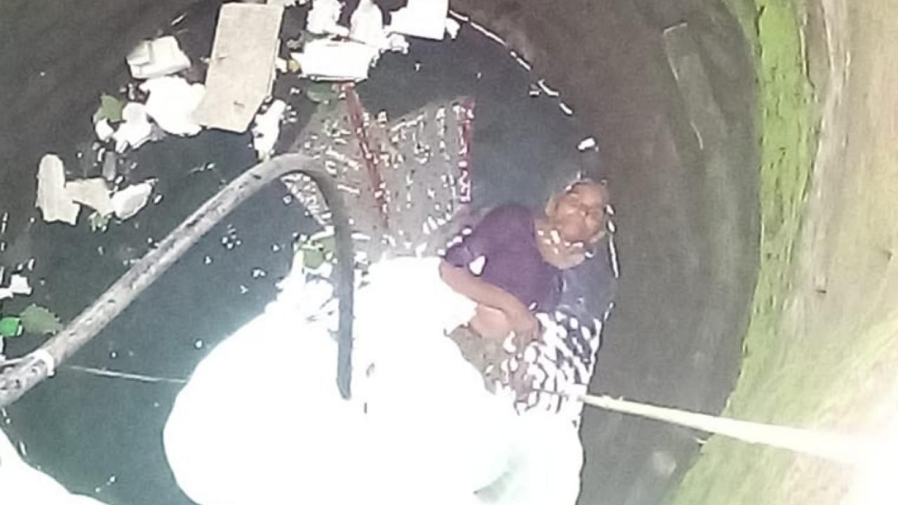 Rescued 75 year grandmother who fell into a 40 foot deep well in the vashim city