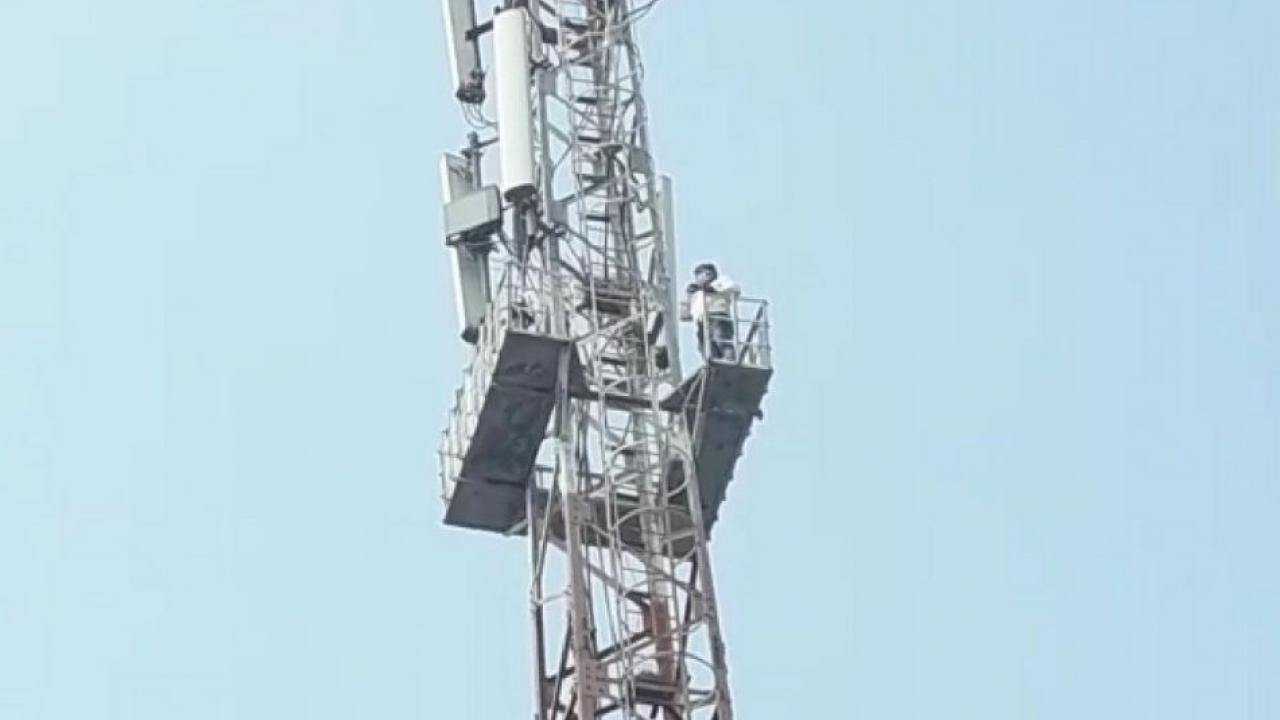 Unique agitation as the youth climbed the mobile tower for the damaged road