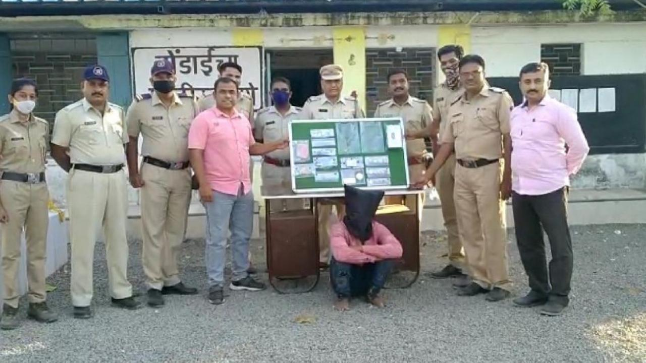 The burglar in Dhule was finally arrested by police