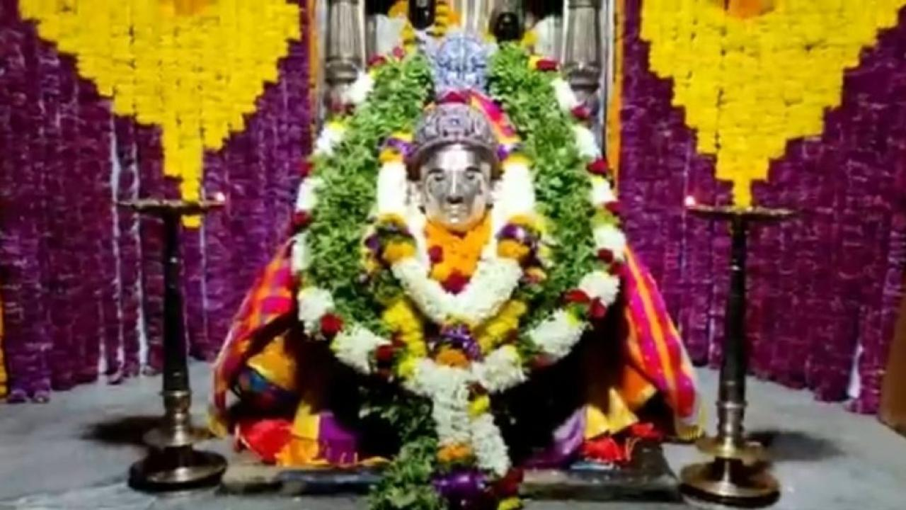 Samadhi of Saint Dnyaneshwar Mauli is decorated with flowers