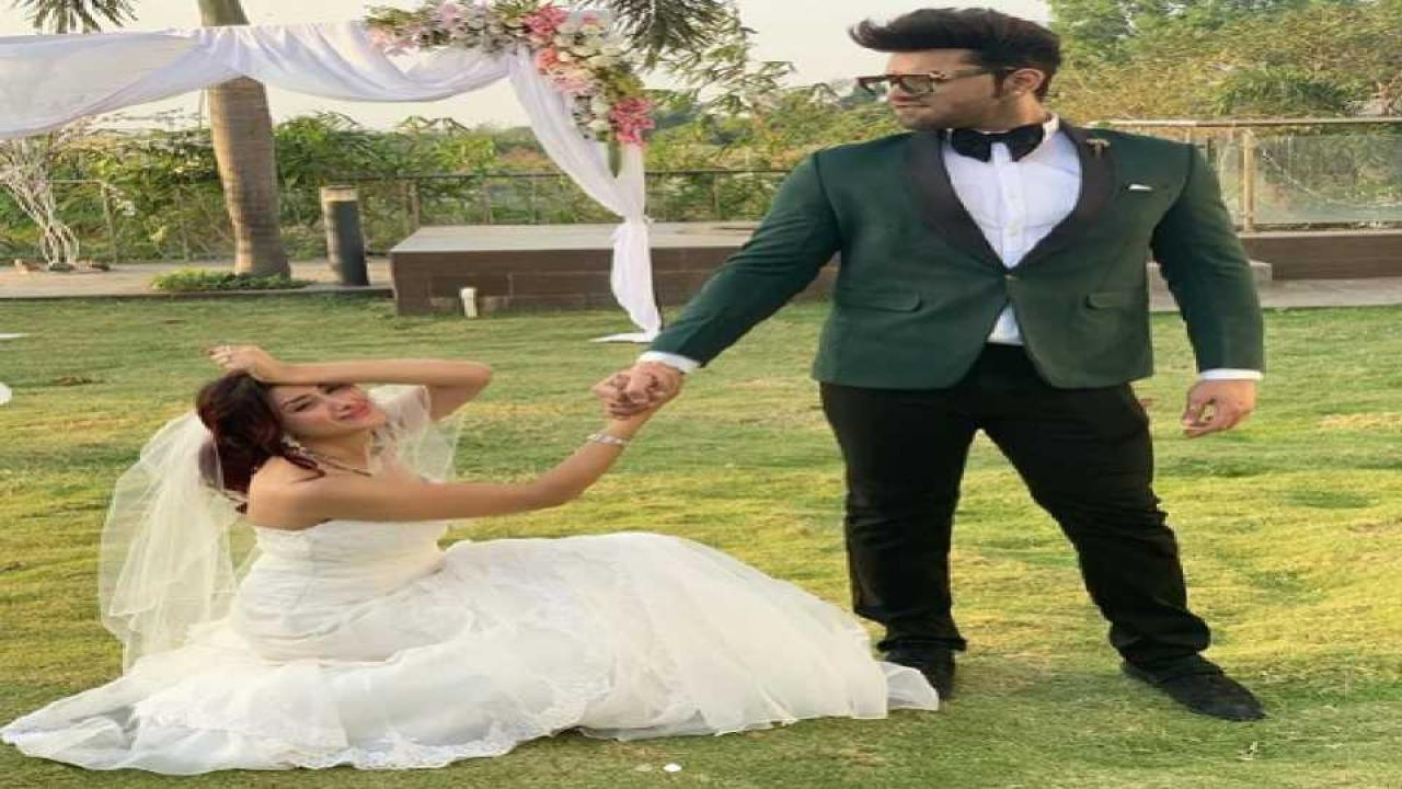marathi news after big boss 13'  fianle bride and groom, mahira and paras's videos and photos got viral