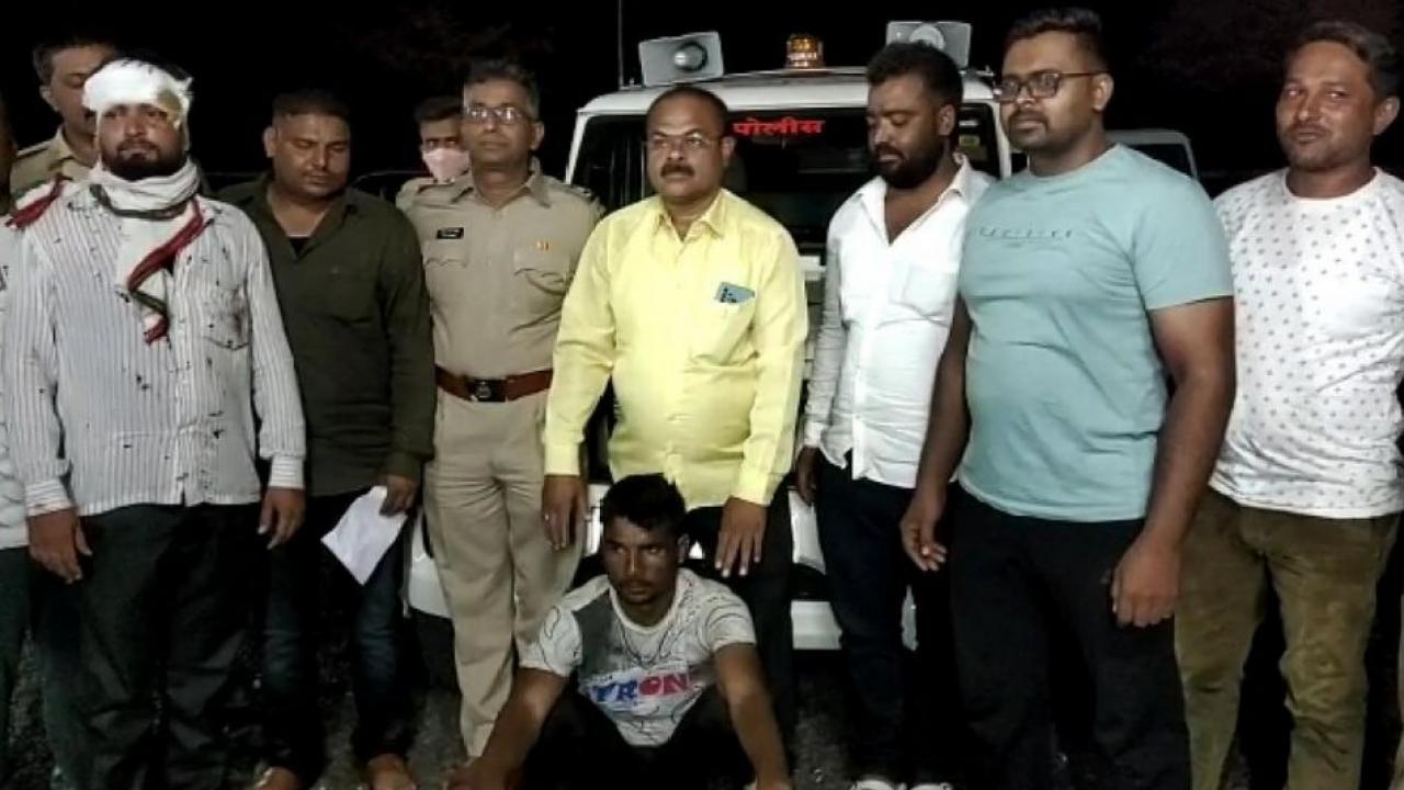 Police action against thieves in Dhule