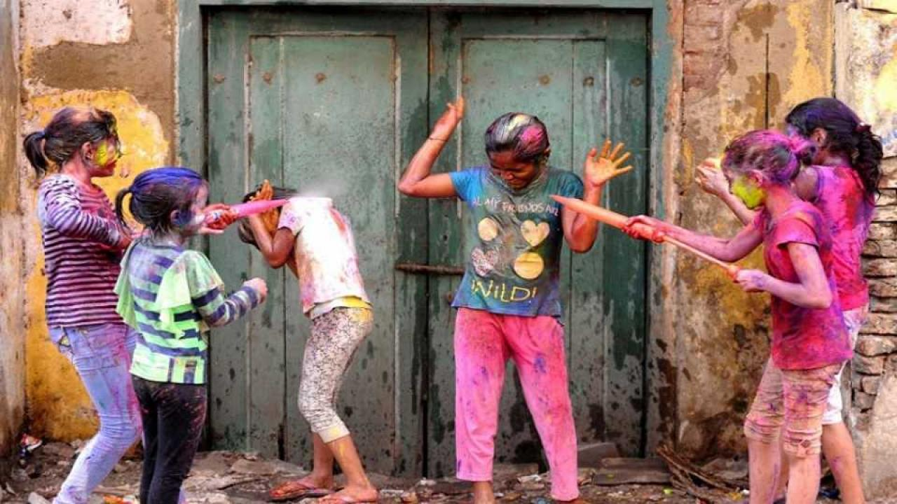 marathi news This Holi take Care of the children in this way.