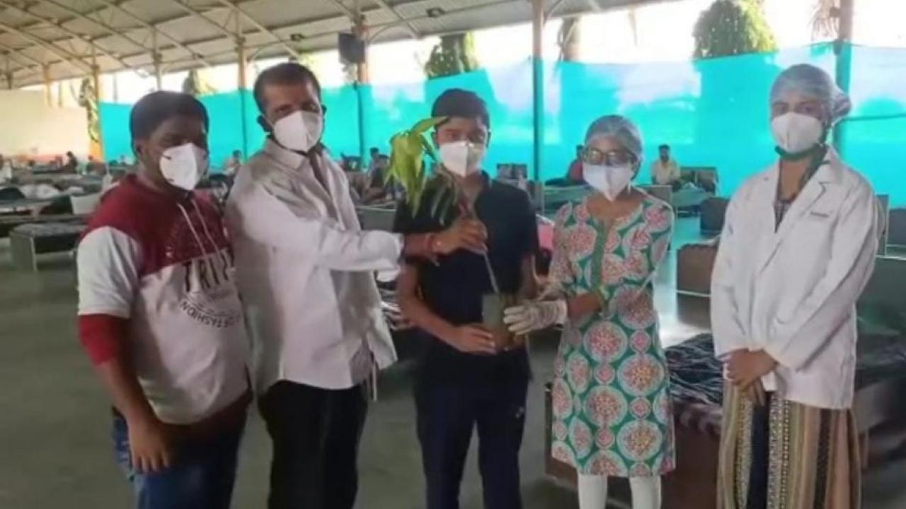 Shirur Hospital Presenting sapling to every recovered corona Patient