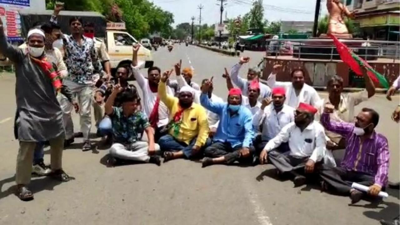 Samajwadi Party agitation against the central and state governments inflation policy