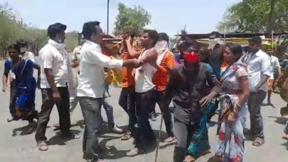 Police also beaten in dispute between the two groups