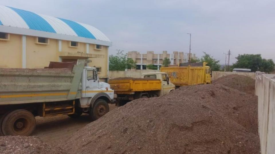 Strict action of Dhananjay Gogte on tipper transporting illegal sand