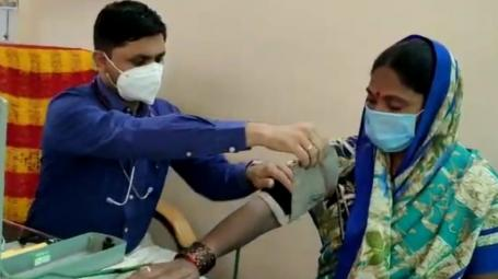 Doctor in Beed Treating Poor Patients for Free