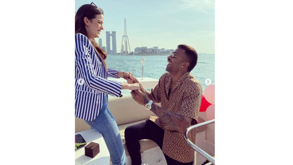 Indian Cricketer Hardik Pandya proposed his girlfriend natasha stankovic