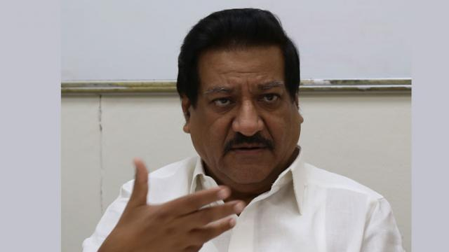 Prithviraj Chavan urges Maharashtra government to resume newspaper distribution