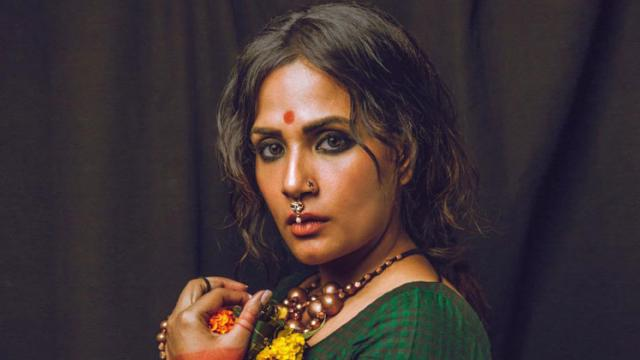 Richa Chadha burns wooden ladle while cooking