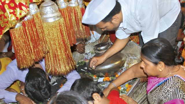 Puneites consider themselves lucky as even if they do not go to Pandharpur on pilgrimage with the warkaris, they have ample time to take darshan of the palkhis of Sant Tukaram and Sant Dnyaneshwar in the city.