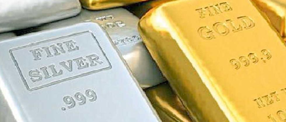 Gold prices drop Rs 300; silver tumbles Rs 1,400