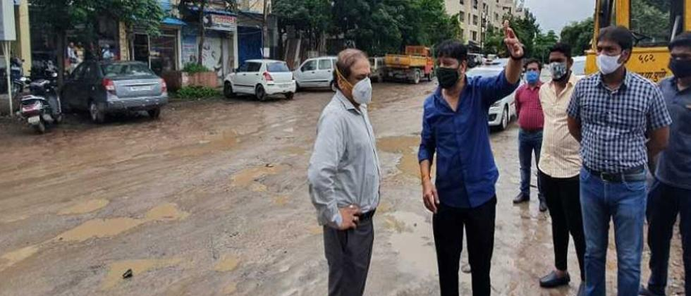 Pune: PMC Commissioner Vikram Kumar pays surprise visit to Nagar road, reviews pending projects