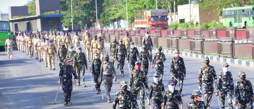 Pune police conduct route march, appeal people to stay home