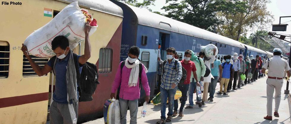 Coronavirus Lockdown: Over 2,000 migrants return to Uttar Pradesh from Maharashtra in two special trains