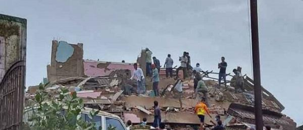 15 rescued after Maha building collapse, 75 feared trapped
