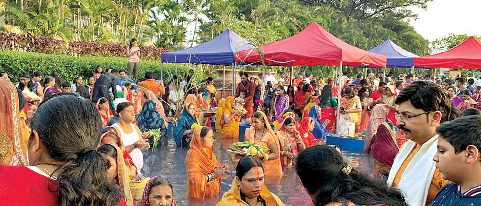 Devotees In City Worship Sun On The Third Day Of Chhath Puja