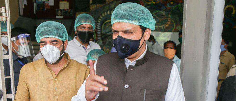 Social distancing goes for a toss as Devendra Phadnavis visits party members in hospital