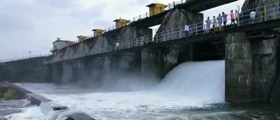 The total number of employees at Khadakwasla Dam is 14 out of which nine employees are for office work while only five employees are available for water control, water level recording, safety, information and other work